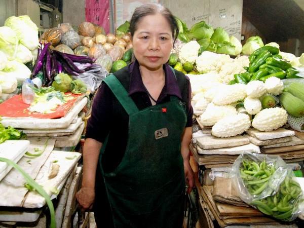 Portrait of Chen Shu-Chu in marketplace