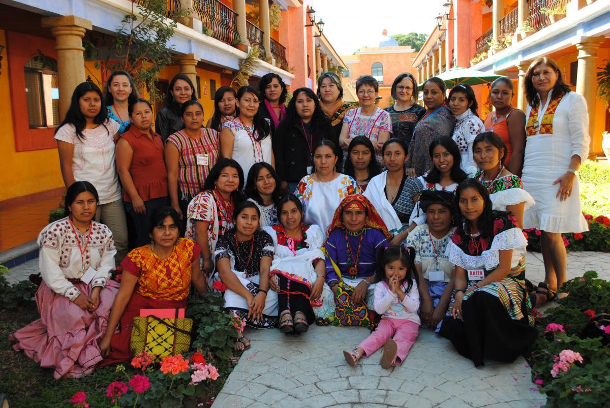 Semillas team members pose with women from the organization Derecho a la Propiedad de la Tierra para las Mujeres (Right to Land Ownership for Women), which received a Semillas grant.  ©Fondo Semillas