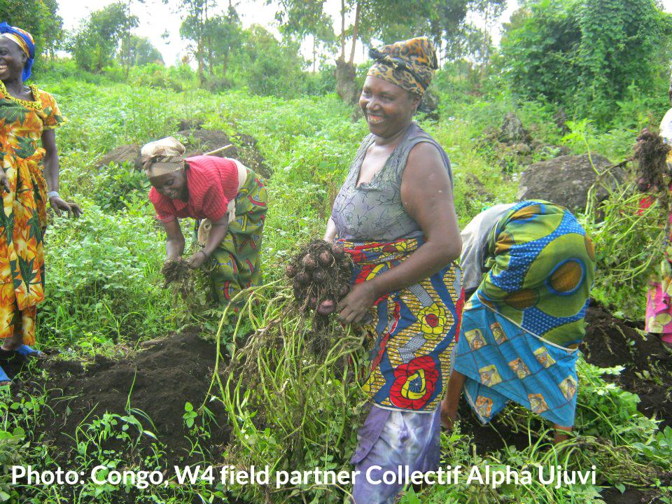 Congolese women recolt Alpha Ujuvi