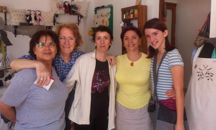The women of çöp(m)adam's workshop